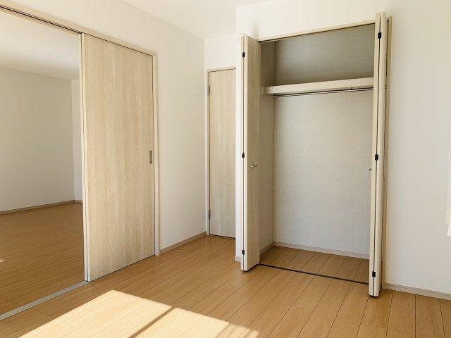 【同仕様施工例】ご家族が集まるリビングダイニングは、ほっとくつろげる居心地のよい空間です。