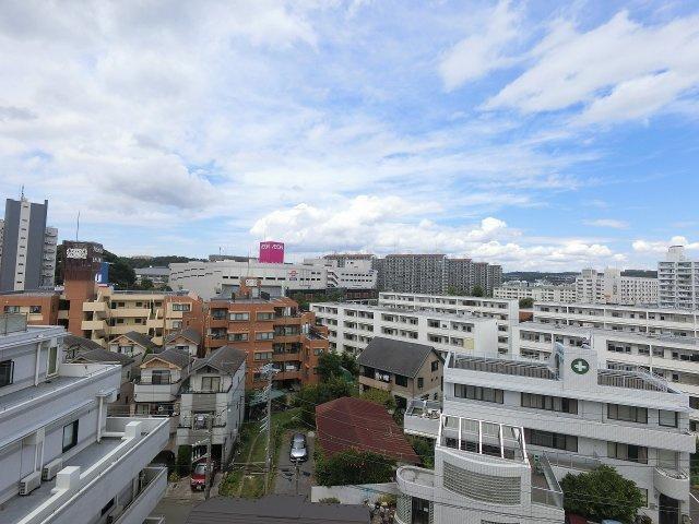 7階部分からの眺望です。 前面に建物がなく開放感がございます♪