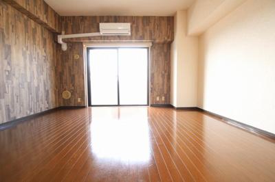 ホーユウパレス鶯谷駅前 洋室9.3帖(廊下側から)