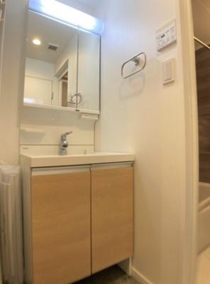 ワコー高田馬場マンションの洗面台です。