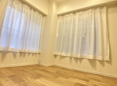 ワコー高田馬場マンションの洋室です。