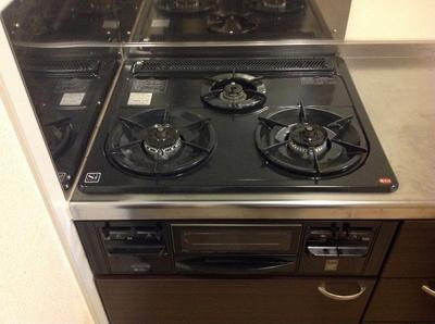 コンロが3つあって同時に調理ができる!