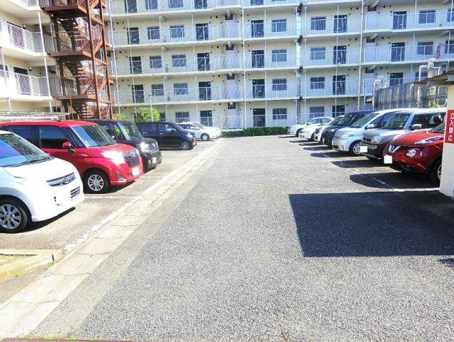 車をお持ちの方に嬉しい駐車場付きの物件~空き状況要確認