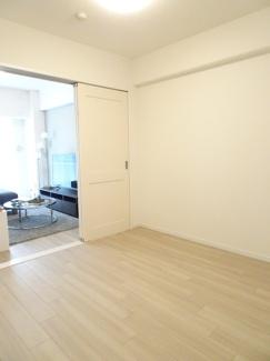 LDKと洋室を開放すれば、そこは22帖の空間に♪クローゼットも完備しているので、整理整頓がはかどります♪