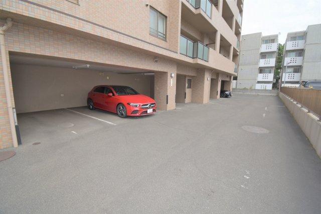駐車場に空きがございます。