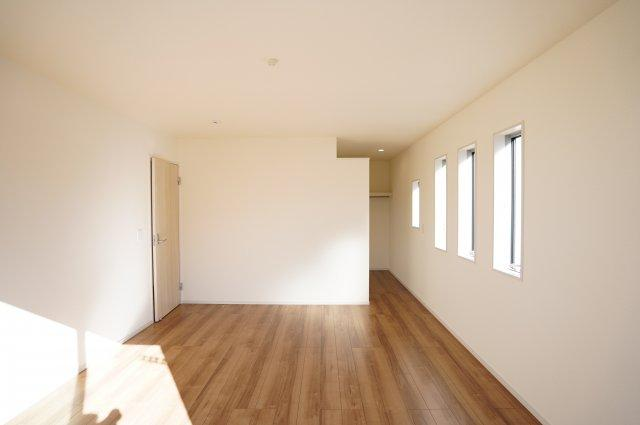 【同仕様施工例】2階9帖 ウォークインクローゼットがあるお部屋です。
