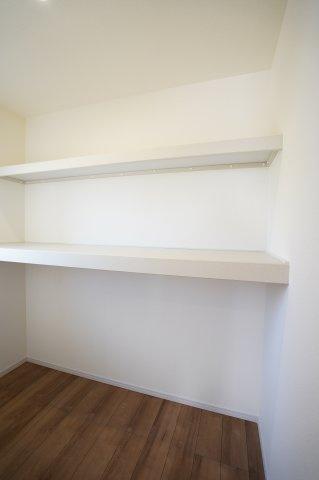 【同仕様施工例】2階納戸 季節物の家電や買い置きした日用品等収納するのに便利です。