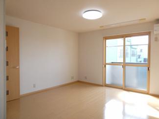 廊下にも収納があります。掃除機や趣味のものなど、いろいろと仕舞うことができます。
