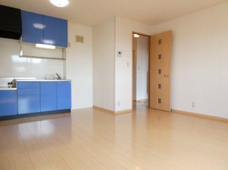 収納もたくさんあるキッチン♪窓があるので、換気ができます。