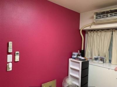 気分が上がるピンク色の壁紙を採用!リフォームをして住みたい方もアズマハウスにご相談ください♪