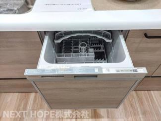 キッチンは食器洗い乾燥機付き♪食後の後片付けも楽々です!