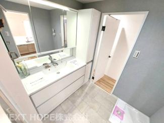 洗面室はキッチンからも移動できるので、家事動線の良い間取りです♪奥様に優しい間取りです!