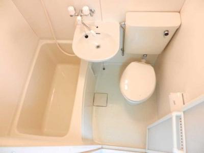 明るいバスルーム