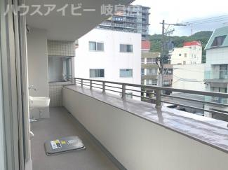 ラ・ヴィル美園町プレミアムタワー3階部分!専有面積99㎡の開放的な南東角地!お風呂に窓・勝手口あり