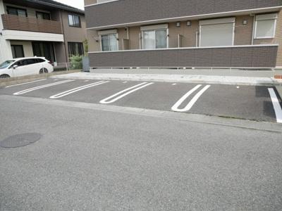 【駐車場】ローバル