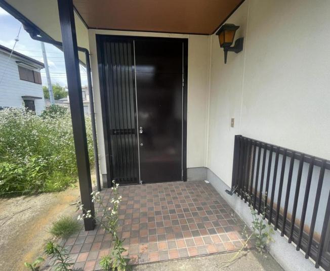 玄関ドアは新品交換します。カギも新しく交換しますので、防犯上も安心ですね。