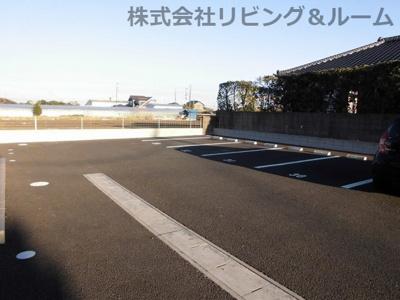 【駐車場】ロイヤルスクエアF