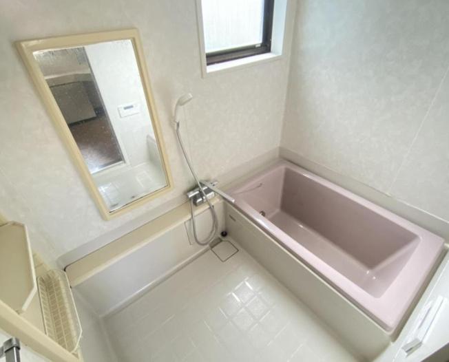 浴室にも窓付きで、換気がしやすいですね(^^)/