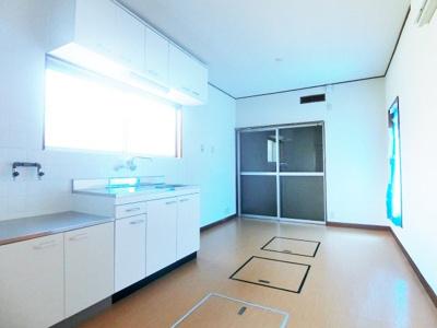 【居間・リビング】中区新家町304-10貸家