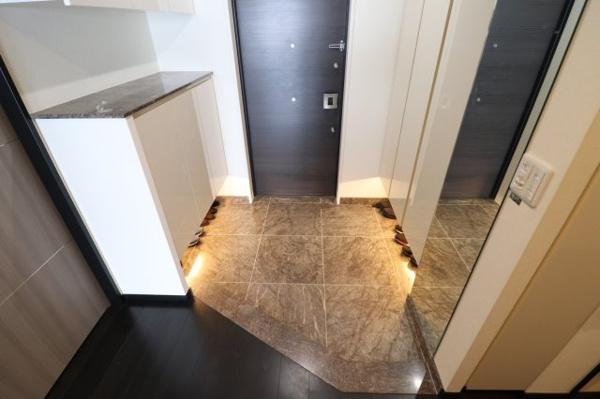 【独立洗面台】スタイリッシュでモダンな独立洗面台です!!デザイン性と機能性に優れた洗面台です!