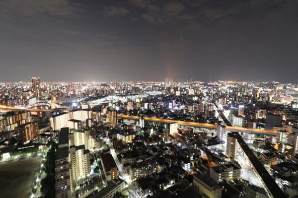 【物件からの展望】広いバルコニーから見る大阪一望の夜景は圧巻です。