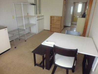 家具は備品です。ご希望の方にはご利用頂けます。