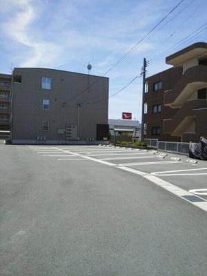 【駐車場】スタープレイス