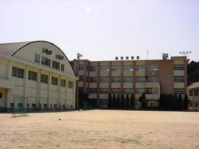 今治市立桜井中学校まで700m
