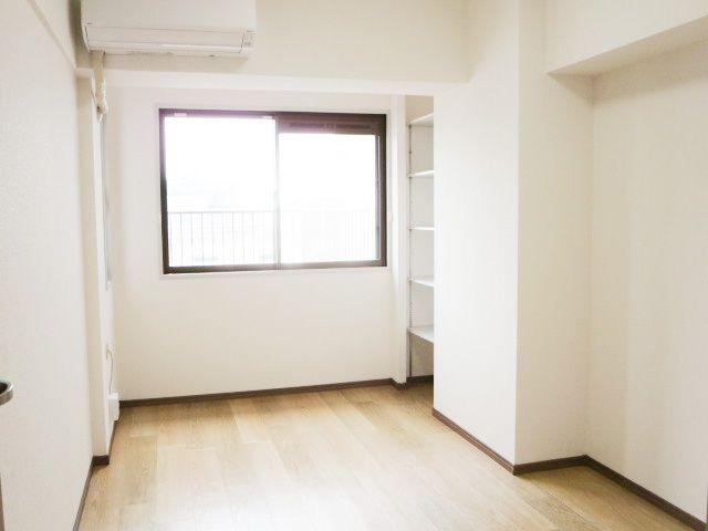 6帖の洋室。ルーフバルコニーに出ることができます