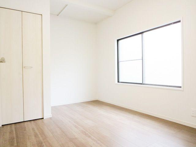 1階5.5帖の洋室は和室から変更しました