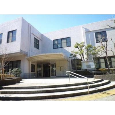 図書館「市港南図書館まで883m」横浜市港南図書館