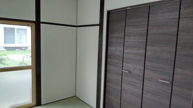 1階の和室。収納がクローゼットになっているので、モダンな雰囲気になっています