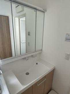 3面鏡付洗面台 収納豊富で使いやすい洗面です