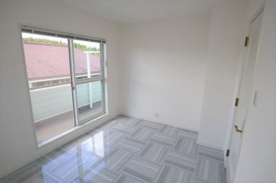 こちらは白を基調とした洋室です!