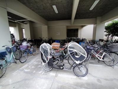 屋根付ですので、自転車が濡れる事もありません。
