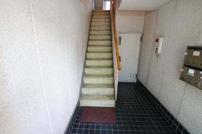 根岸マンション 共用階段