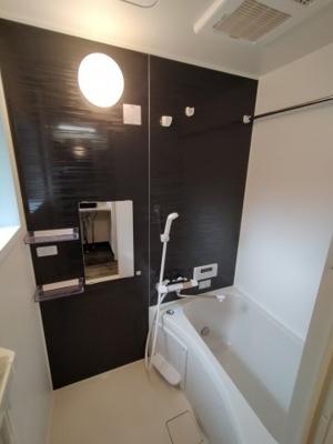 浴室には浴室乾燥機完備です。梅雨や花粉の時期の洗濯も安心して干す事ができますね♪