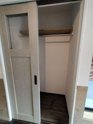 オシャレな扉の収納です。