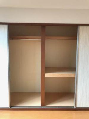 洋室6.1帖の収納スペース