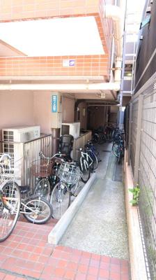 駐輪場、バイク置場も広々♪