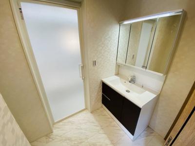 【施工例】◇Panasonicの3面鏡の洗面化粧台でミラー裏はご家族の歯ブラシなどもたっぷり収納