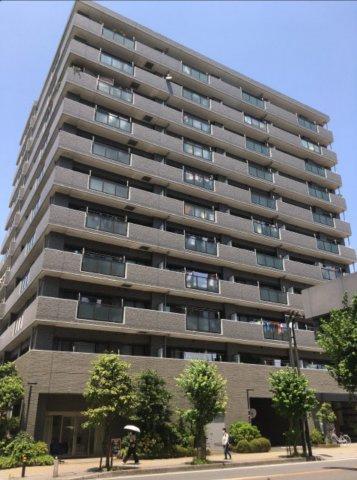 『本厚木』駅より徒歩8分の場所にあるマンションです。