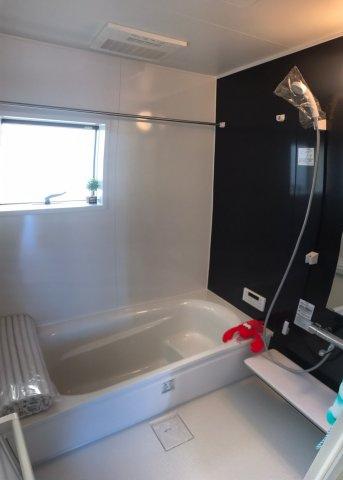 1坪以上の浴室は暖房機付き浴室乾燥機なので、雨に日は洗濯物を干し、冬でも快適にバスタイムを楽しむことができます。お子様と一緒に入浴することもできます。