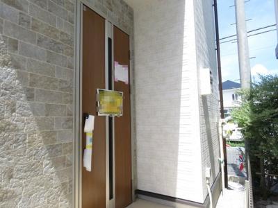 【玄関】川越市上野田町 3LDK+ロフト+カースペース2台 新築戸建