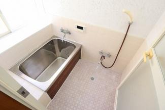 浴室は現況のとおりでのお引渡しです。リフォームを希望の場合はご相談ください!