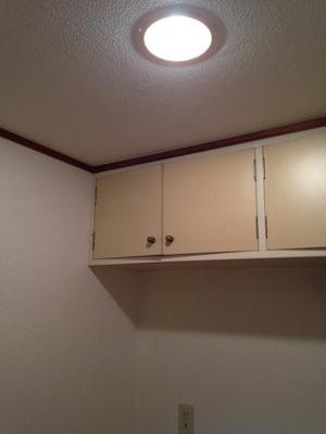 コンロの上に棚がついてます♪