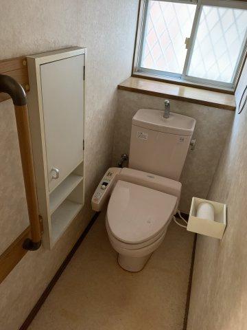 トイレは両階にございます