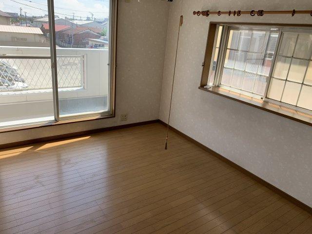 リビング横の洋室は寝室としても来客スペースとしてもご活用いただけます!