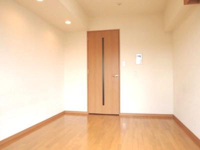 「清潔感のあるフローリングのお部屋です」