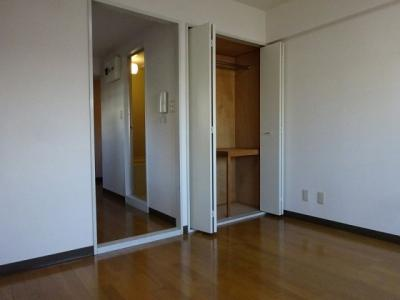 写真は同物件内、別のお部屋の様子です。